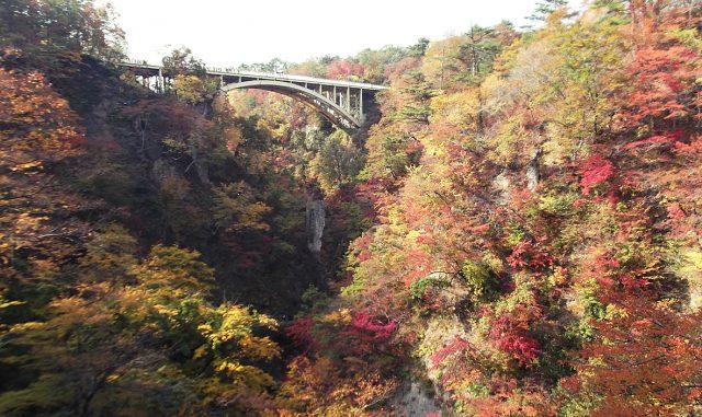 大崎市-紅葉の鳴子温泉郷
