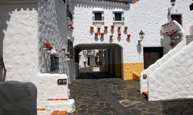 志摩市-(志摩スペイン村 パルケエスパーニャ)塩の家のような!