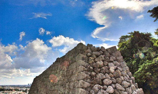 浦添市-(浦添城跡)お城の石垣