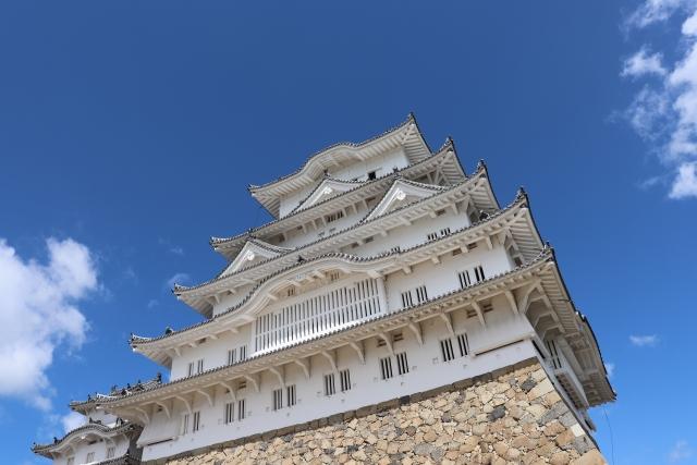 青空を背景とした姫路城