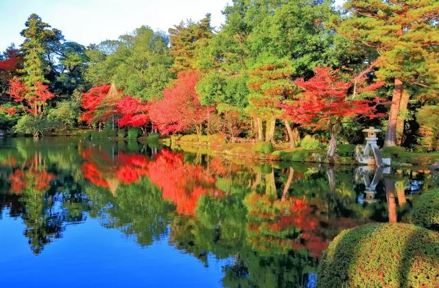 金沢市ー紅葉の兼六園