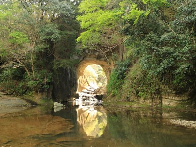 君津-神秘的に輝く濃溝の滝