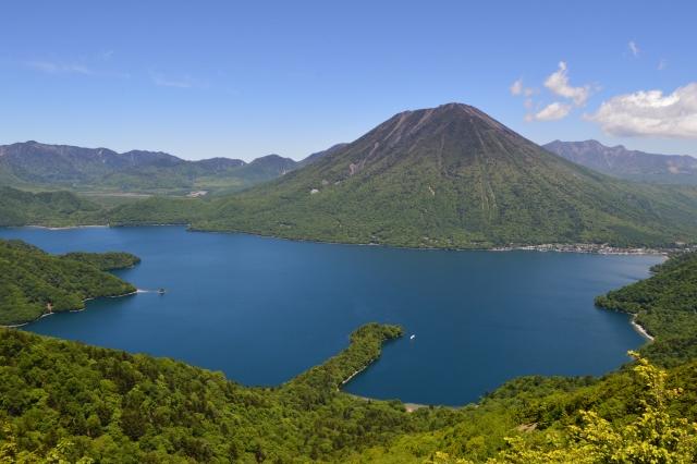 栃木(県)-新緑に囲まれた中禅寺湖