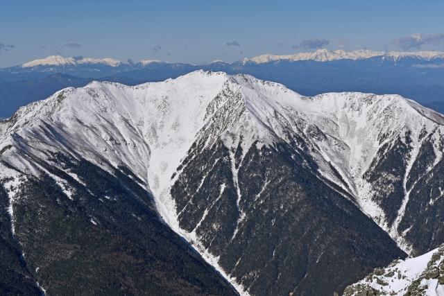 南アルプス市-冬の北岳登山「北岳山頂から望む仙丈ヶ岳」