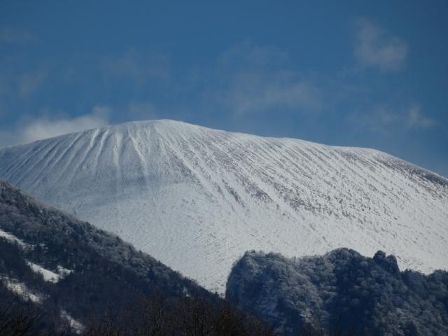 御代田-雪が積もった浅間山