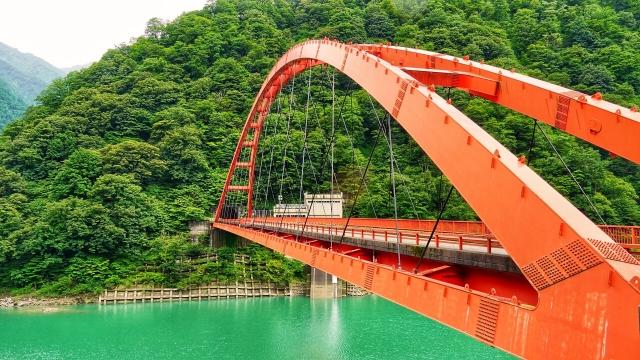 黒部市-宇奈月ダム湖に架かる湖面橋