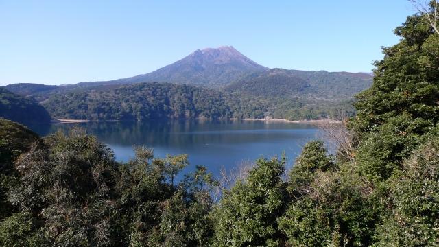(高原町)御池‐霧島山御池越しに見た二子石岳