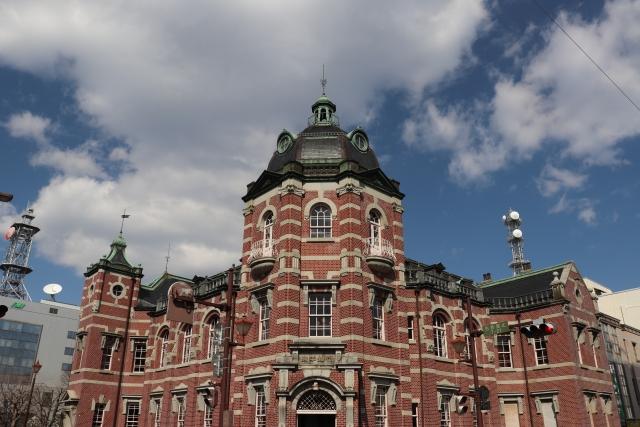 盛岡-(岩手銀行 赤レンガ館)レンガ造りの建物