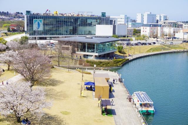 富山市-春の富岩運河環水公園 富山県美術館