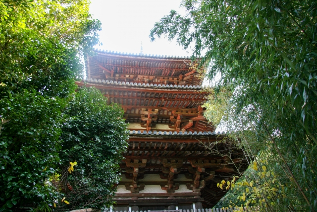 (葛城市)當麻寺-(東塔)緑に囲まれた古い仏塔